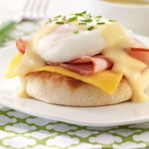 cheesy-eggs-benedict-15491